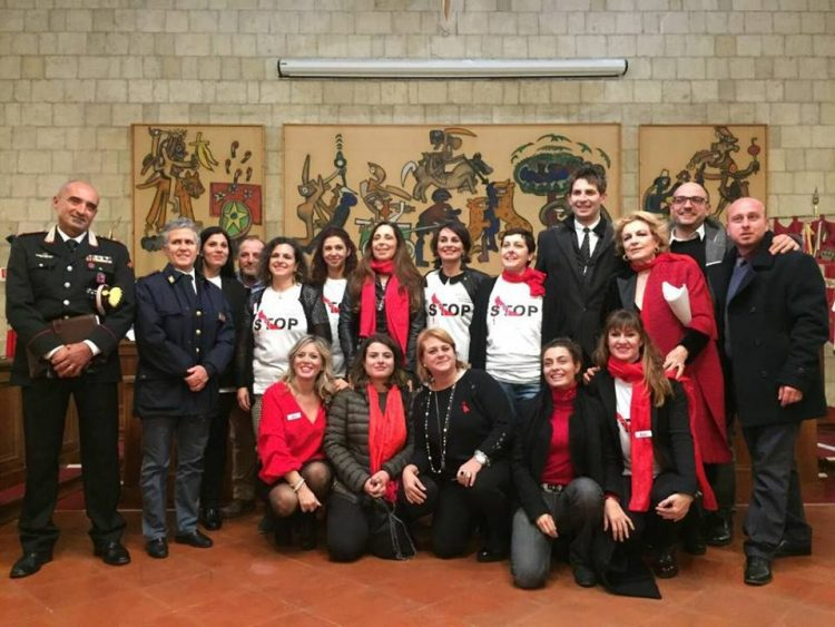 Tarquinia, tutti riuniti contro il femminicidio