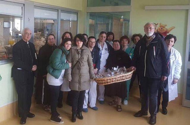 Consegnati i panini di Santa Rosa ai piccoli pazienti di Belcolle