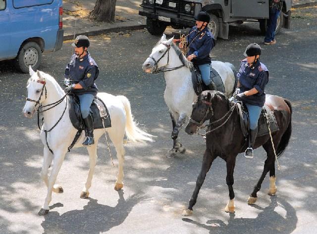 Esordio della Polizia a cavallo  della scuola di Ladispoli