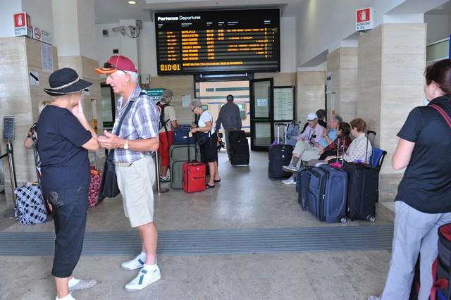 Stazione ferroviaria e degrado: i sindacati sollecitano Cozzolino ad agire