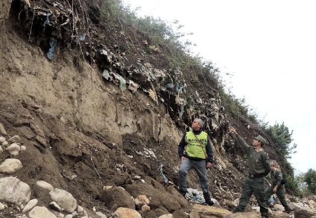 Prosegue la rimozione dei rifiuti dalle sponde del Rio Fiume
