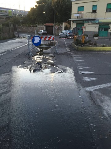 Perdite idriche: strade ridotte a colabrodo