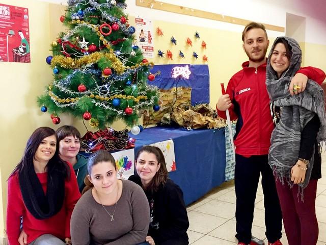 IIS Cardarelli, Natale solidale con l'albero della solidarietà