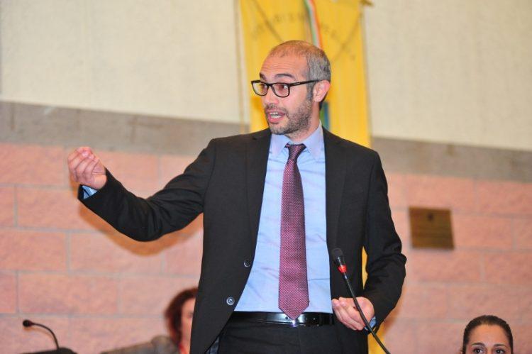 Forno crematorio: Cozzolino conta sulla minoranza