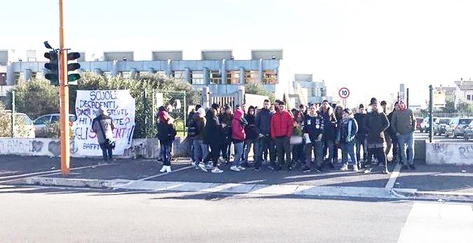 Baffi, studenti contro le Istituzioni
