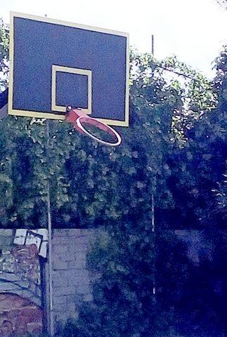 Campo di basket nel mirino dei vandali