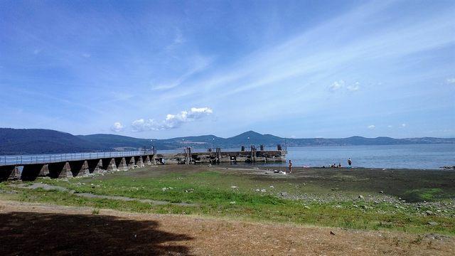 Lago di Bracciano: presidio sotto la sede di Acea