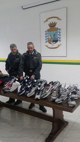 Finanza, sequestrati 243 prodotti contraffatti