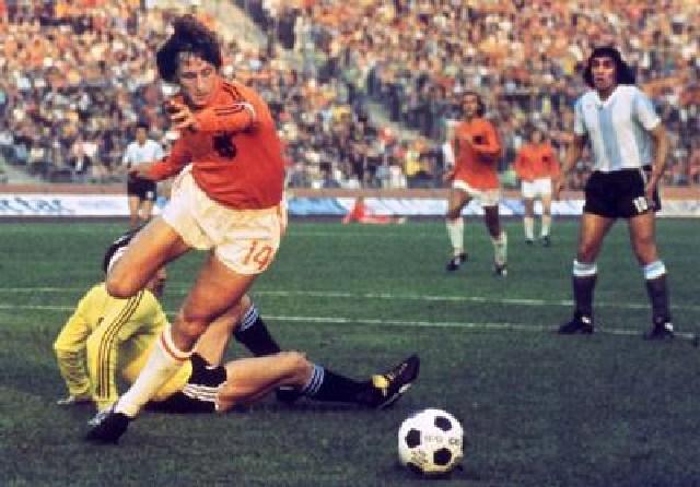 Muore a 68 anni la leggenda del calcio Johan Cruyff