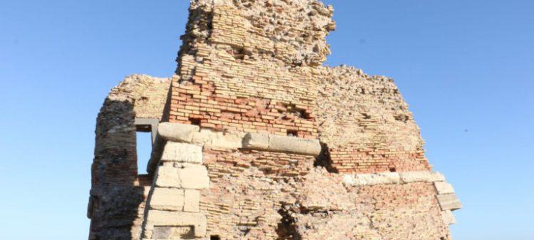 Ladispoli, il monumento di Torre Flavia sempre più inclinato