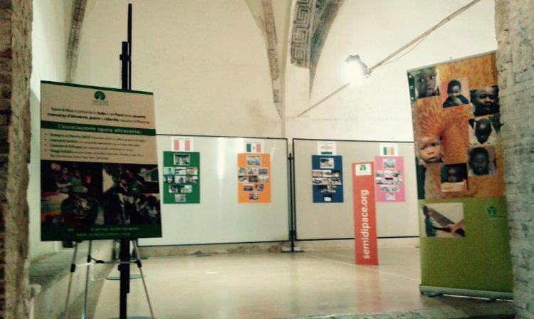 """Viaggi solidali nel mondo"""", una mostra fotografica per raccontare l'impegno di Semi di Pace"""