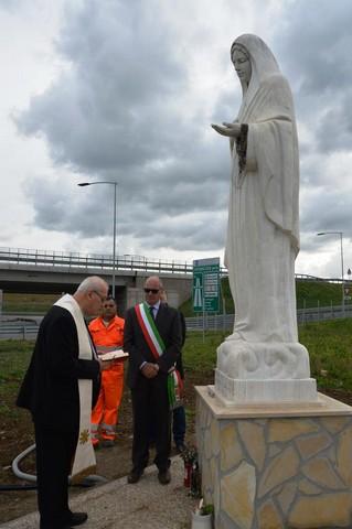 Autostrada tirrenica, benedetta la statua della Madonnina