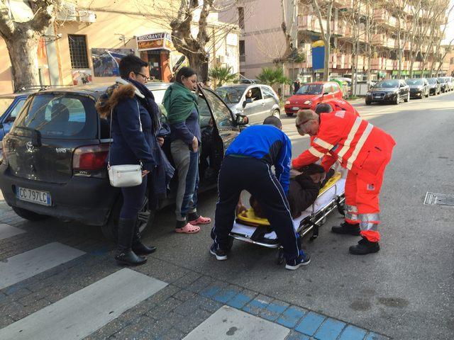 Anziana investita da un'auto