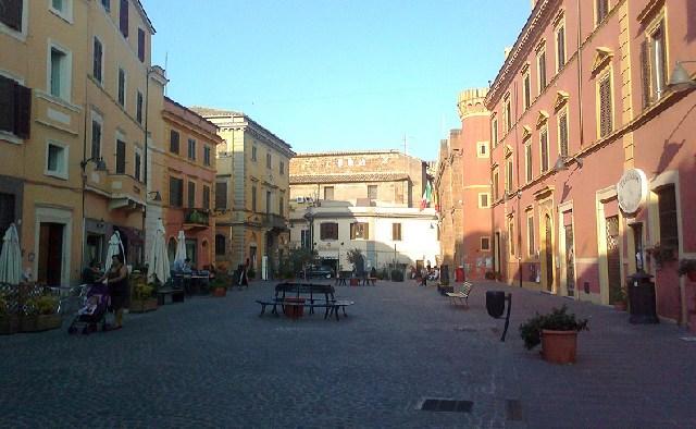 Interruzione del traffico e senso unico alternato in via Roma