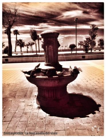 La fontanella del viale (foto Enzo Di Maio)