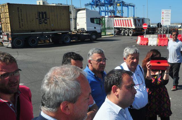 Porto, gli autotrasportatori incontrano i vertici dell'Adsp