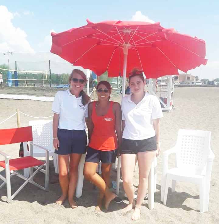 I volontari della Prociv presenti sulla spiaggia di Campo di Mare