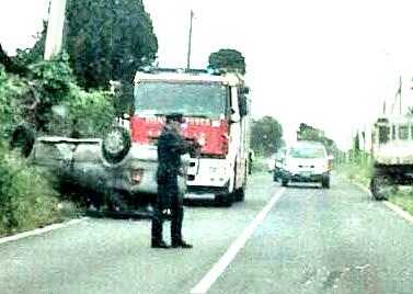 Incidente a Valcanneto: auto si ribalta