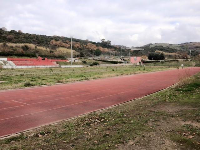 Campo di calcio e piscina negati alla città