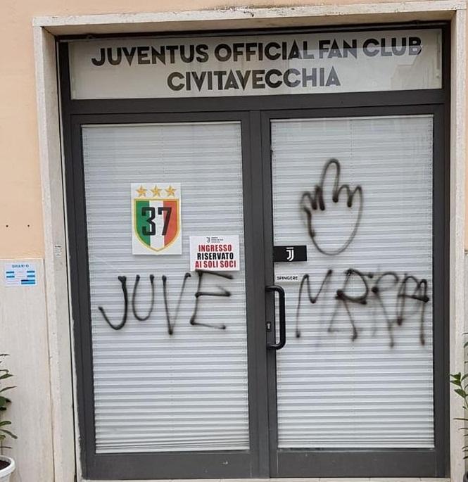 Vandali imbrattano la sede dello Juventus Club: scritta subito ripulita