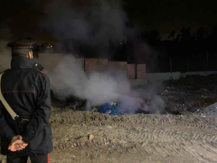 Brucia rifiuti tossici nella notte: denunciato imprenditore