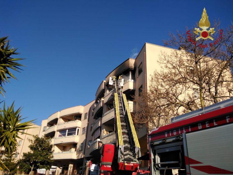 Fiamme ad un balcone: paura a San Liborio