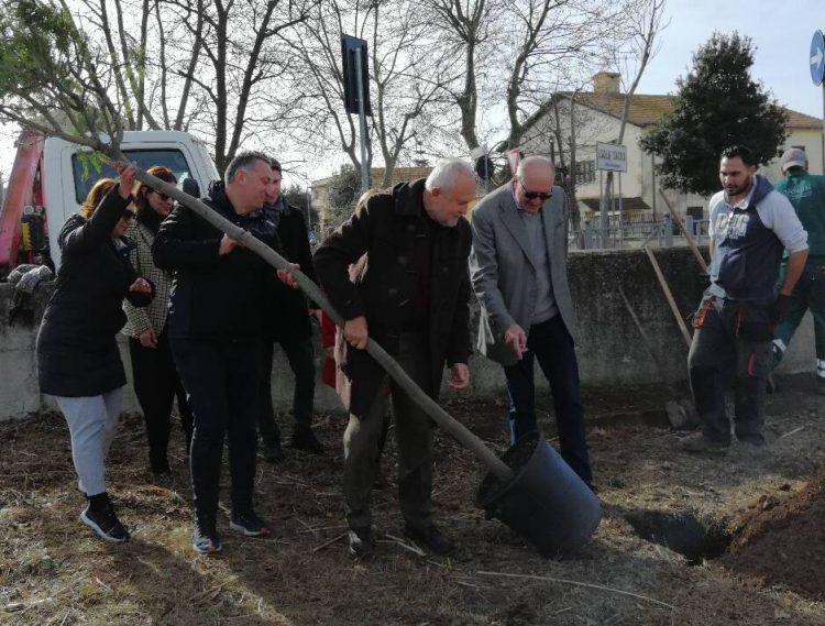Concluso l'intervento di forestazione grazie a E.on e al supporto tecnico di AzzeroCO2  Piantati 1.200 nuovi alberi  Cini: «Continueremo su questa strada per combattere l'inquinamento»