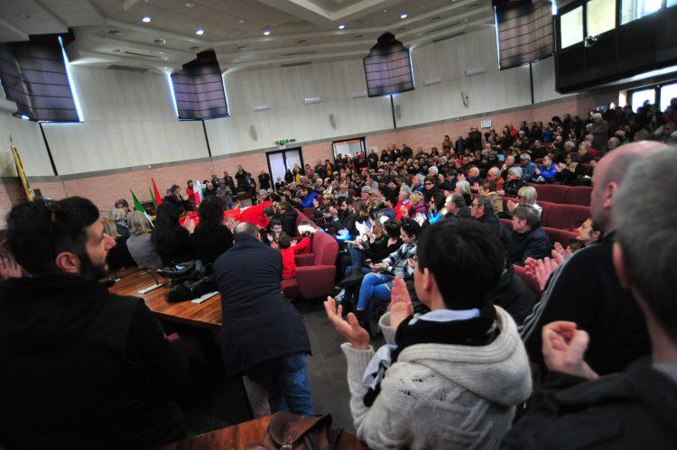 Aula Pucci gremita per l'ultimo saluto a Gino Garcia