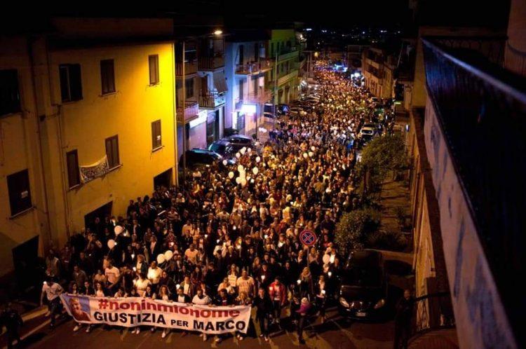 Tutti a piazza Cavour per sostenere Marina e Valerio