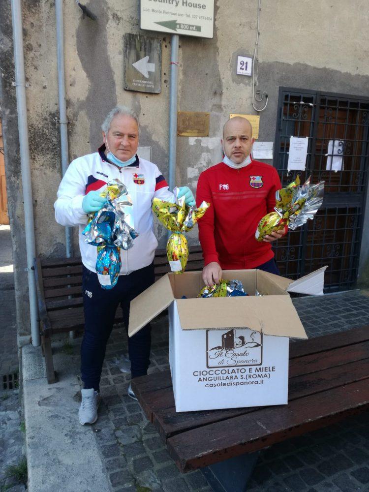 La Cm Tolfallumiere ha consegnato uova di Pasqua per i bambini