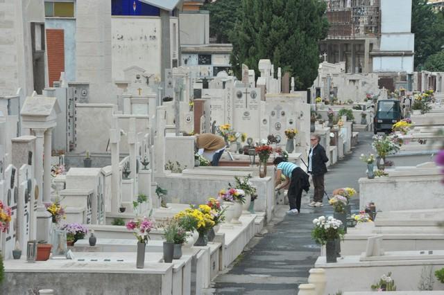 Domani riaprono i cimiteri