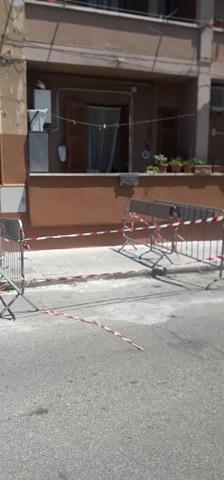 Cadono calcinacci: Vigili del fuoco in via Betti