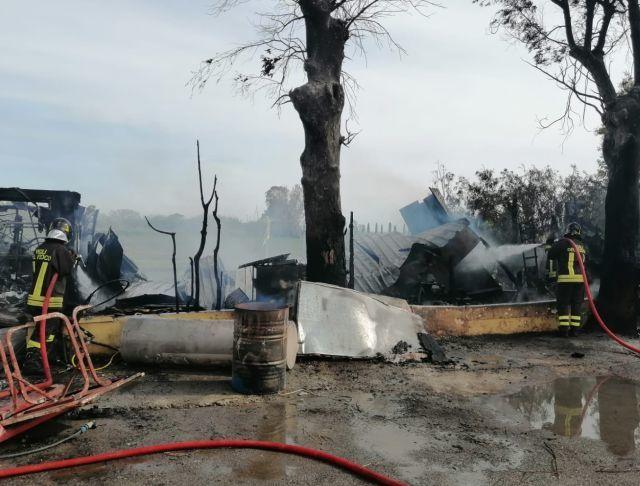 Tarquinia, incendio in un deposito di un ristorante di Marina Velca