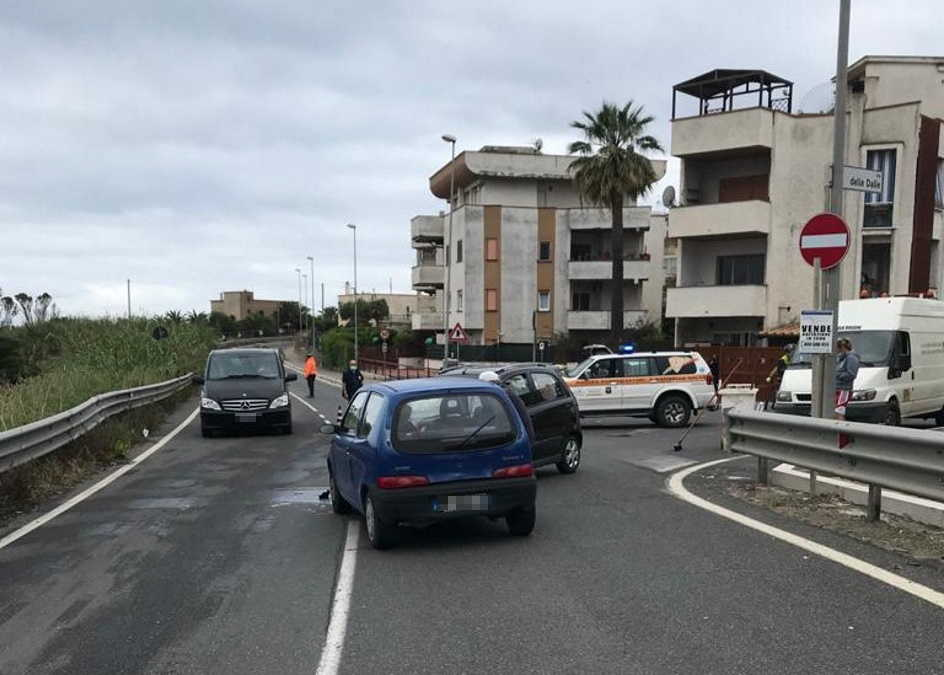 Santa Marinella, scontro tra due auto: una persona ferita