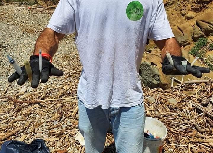 Natureducation, pulizia della spiaggia: troppe siringhe