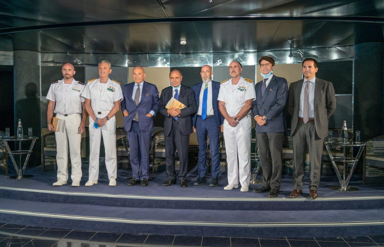 """Presentato il libro """"Caesarem Vehis La Capitaneria di porto nel monumentale porto di Civitavecchia"""""""