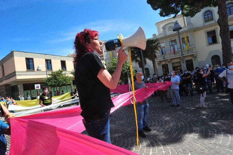 Differenziata, oltre 200 in piazza contro il ritiro del pap nella zona 2 di Civitavecchia