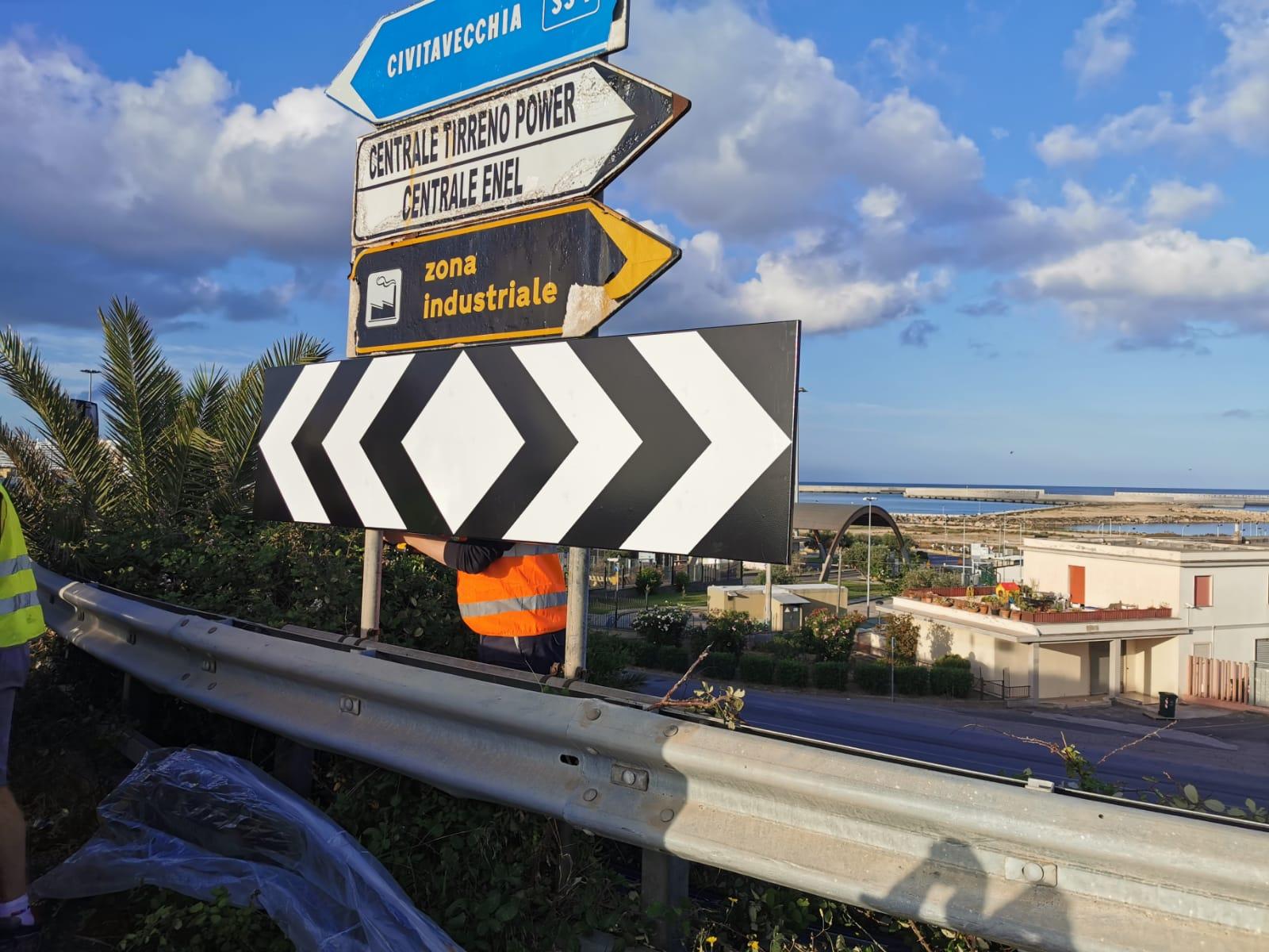 Prosegue la manutenzione della segnaletica stradale