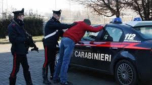 Centauro non si ferma all'alt, cade a terra e aggredisce i Carabinieri: arrestato 23enne di Tolfa
