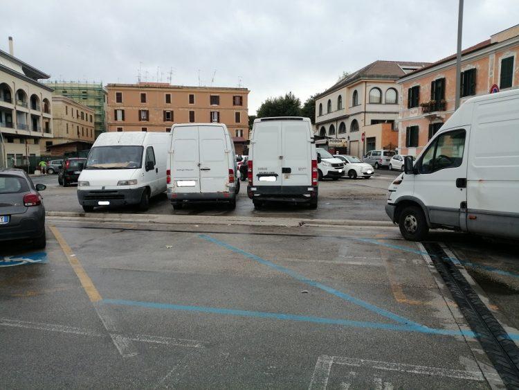 "Fontana (GCISDU): ""Regolari i furgoni in sosta sulla trincea ferroviaria?"""