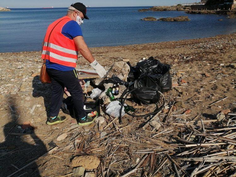 Pulizia spiaggia ex ristorante 'La Medusa', operazione compiuta
