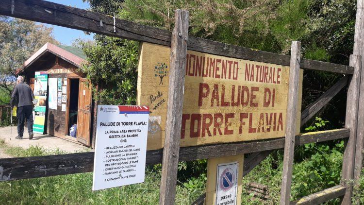 A Torre Flavia: vietato l'ingresso agli amici a quattro zampe
