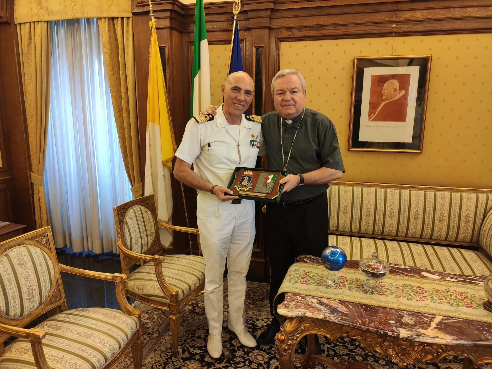 Monsignor Santo Marcianò riceve il Direttore Marittimo del Lazio Tomas