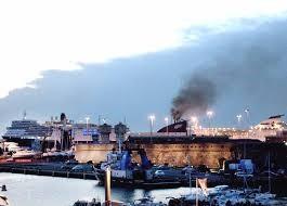 Emissioni fumi in porto, 4 traghetti ed un mercantile denunciati