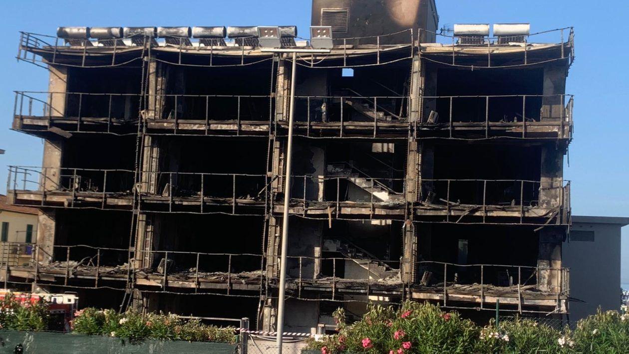Distrutto l'hotel Margherita di Montalto: si indaga sulle cause dell'incendio