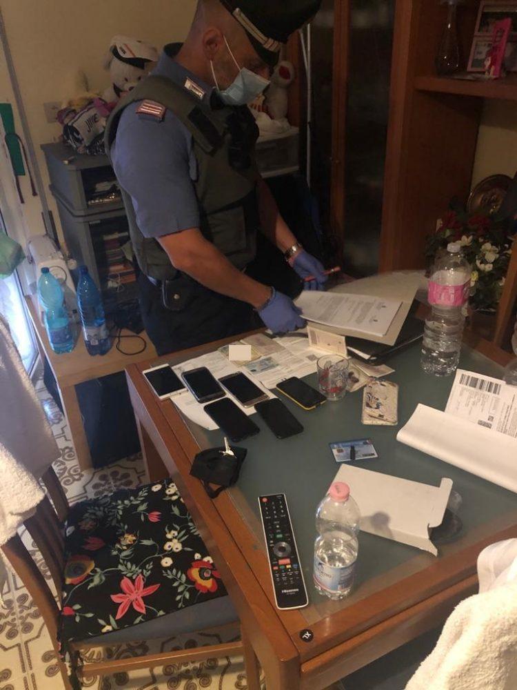 Operazione Rolex, sgominata dai carabinieri banda dedita allo spaccio: arrestato anche un poliziotto