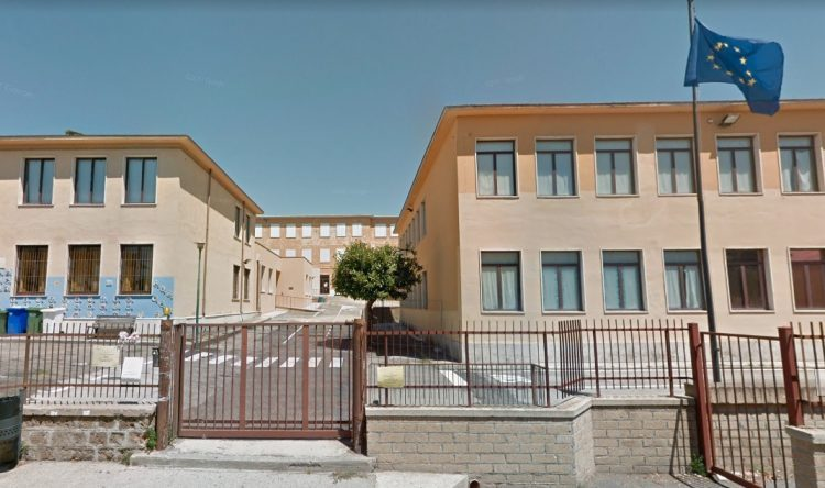 Tarquinia, lavori nel plesso scolastico Nardi: divieti di sosta e viabilità in alcune zone del parcheggio di viale Bruschi Falgari