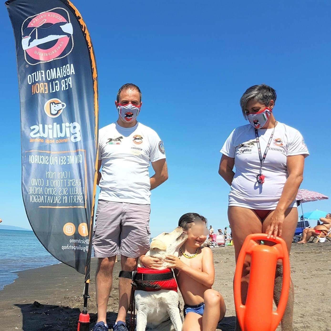 Bimbo risucchiato dalle onde a Tarquinia salvato dai cani Sics
