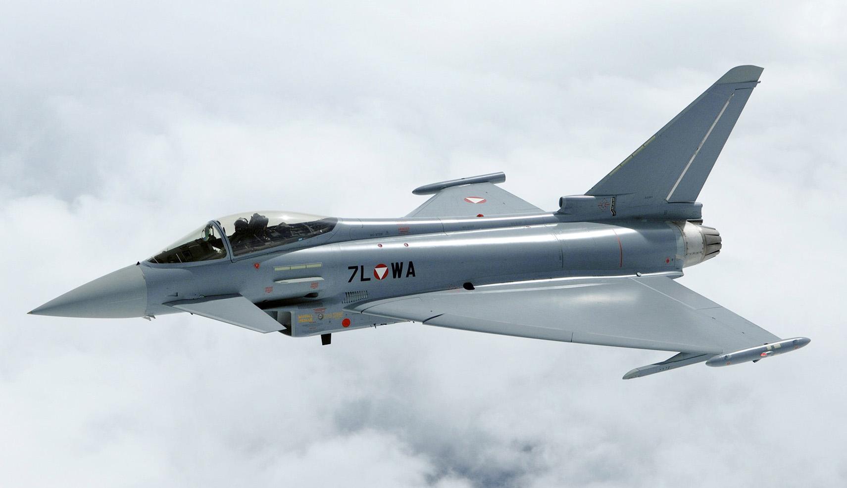 Aeronautica, caccia Eurofighter intercetta a Civitavecchia un aereo civile non identificato