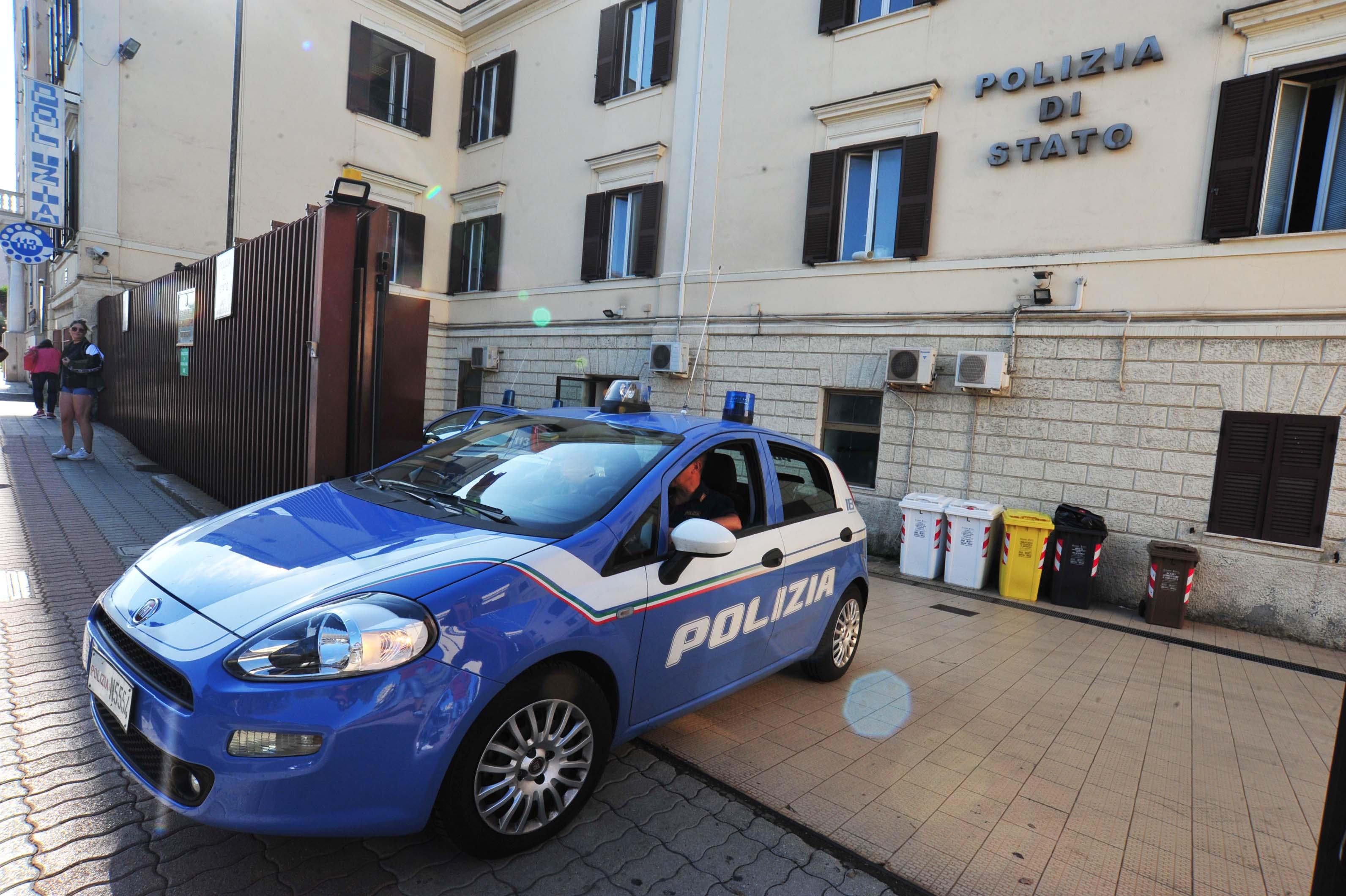 Civitavecchia, colpisce il vicino con il guinzaglio del cane e gli spruzza dello spray urticante: denunciato dalla Polizia di Stato un 52enne italiano